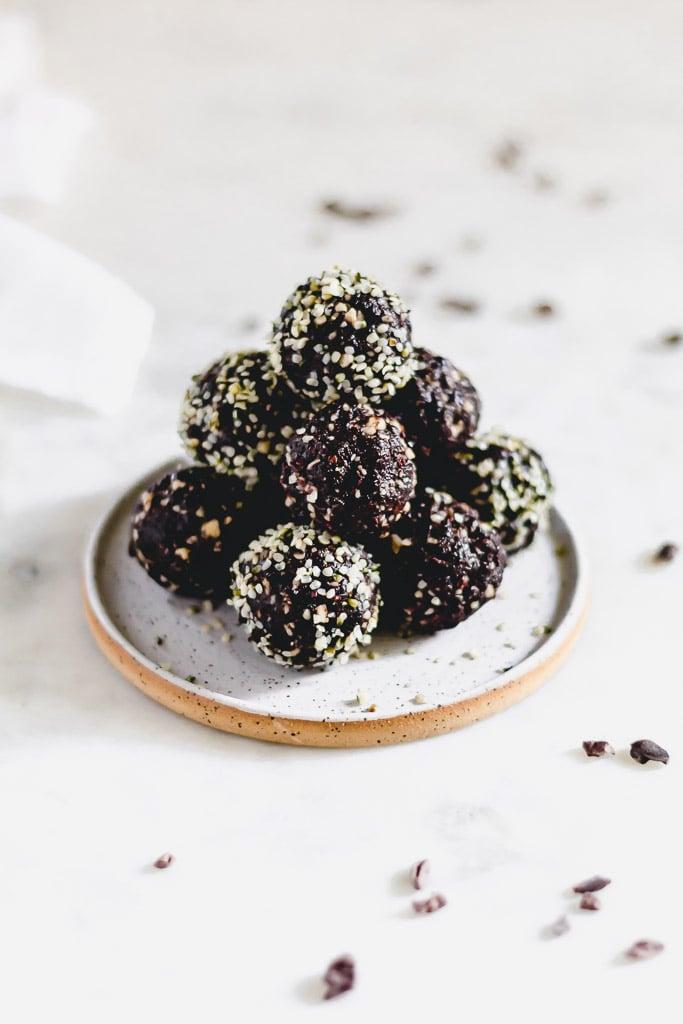No-Bake Chocolate Cherry Bites